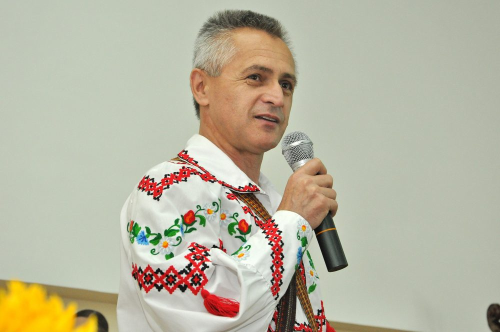 """Керівник ансамблю """"Веселі Галичани"""" отримав звання народного артиста"""