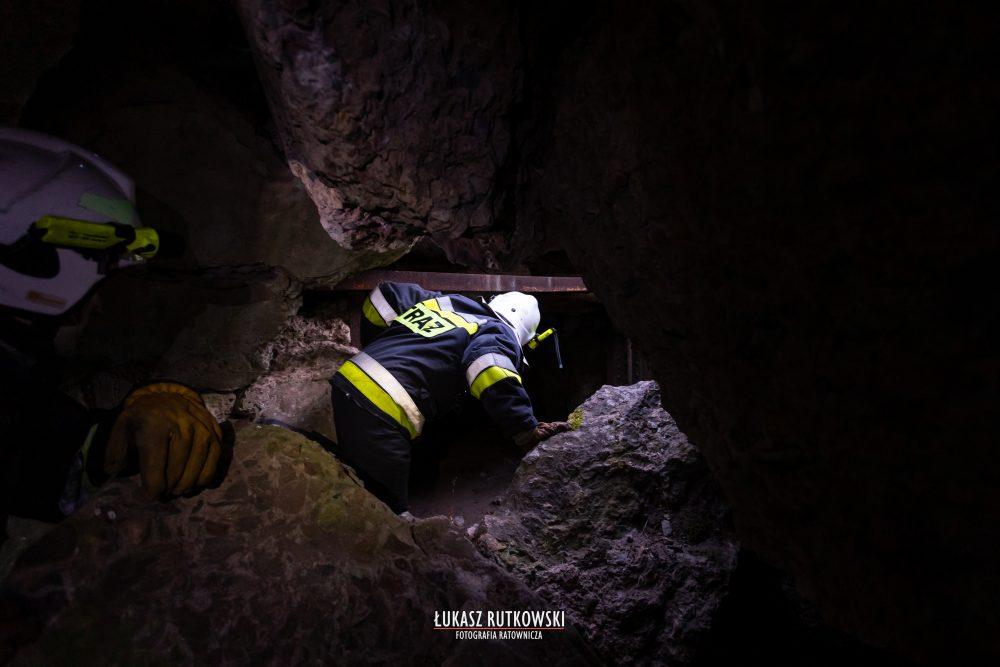 Українець важко травмувався у Польщі – молодий чоловік впав у підземний бункер (ФОТО)