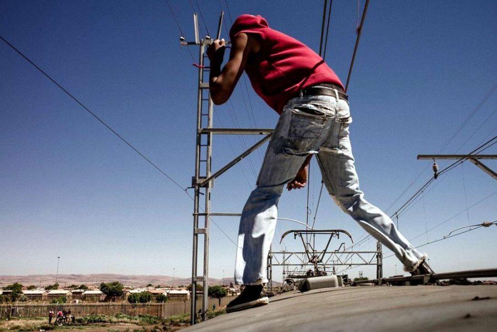 Злетів з поїзда: під час спроби зробити селфі юнак отримав ураження електричним струмом