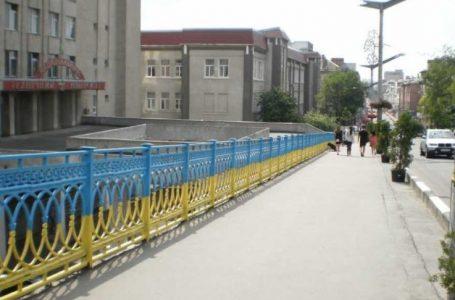 У Тернополі п'яний одесит намагався стрибнути з мосту на залізничну колію