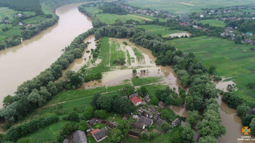Негода на Тернопільщині: підтоплені десятки будинків, понад 100 людей евакуйовано