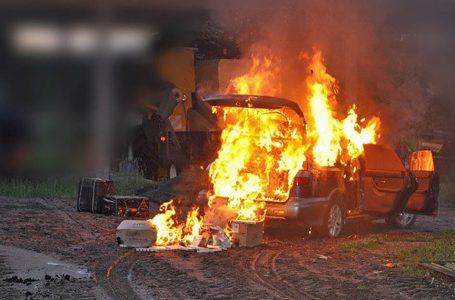 На польсько-українському кордоні контрабандисти підпалили авто з цигарками (ФОТО)