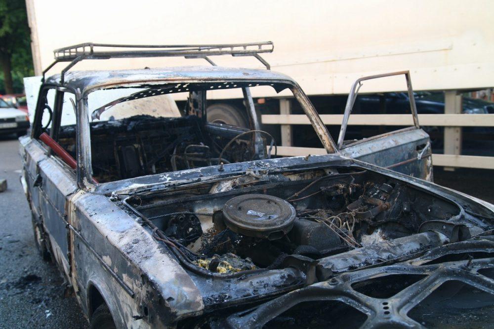"""У Тернополі 36-річний чоловік вкрав """"Жигулі"""" і згодом спалив їх"""