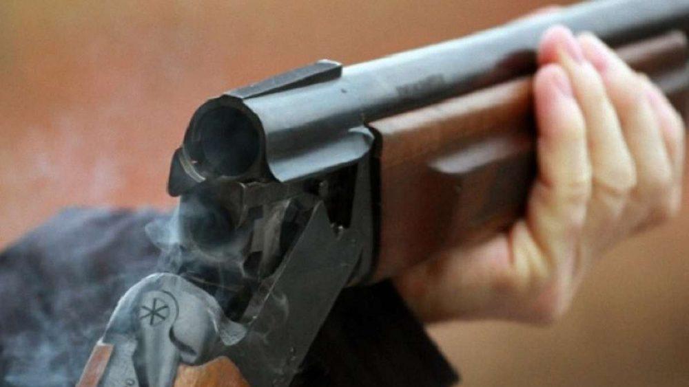 Житель Тернопільщини влаштував стрілянину, бо дружина вчасно не зібрала сіно