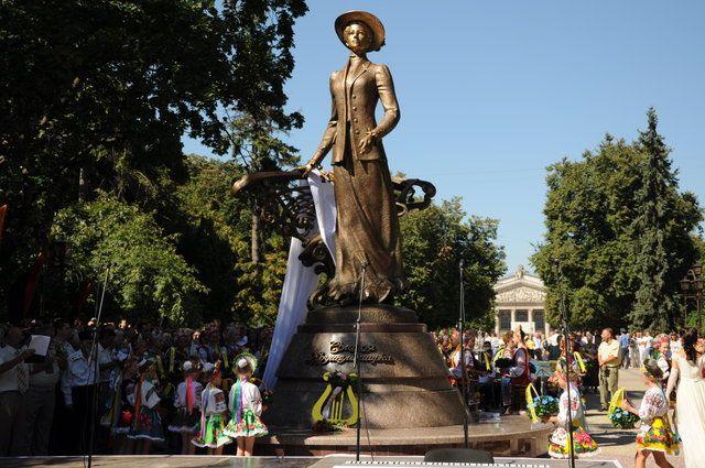 пам'ятник Соломії Крушельницькій у Тернополі