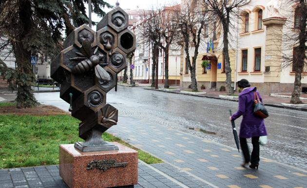 Тернопіль, пам'ятник бджолі