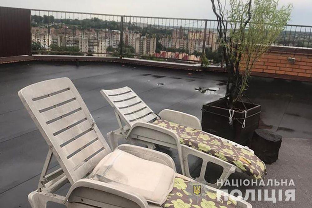 У Тернополі на даху дев'ятиповерхівки вирощували коноплі (ФОТО)