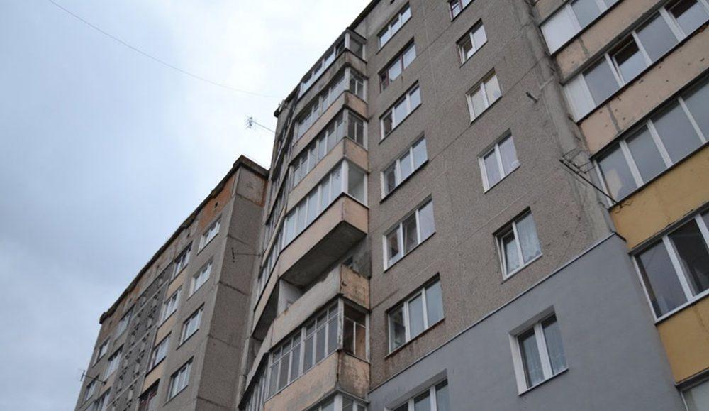 У Чорткові молодий чоловік випав з балкону п'ятого поверху і загинув