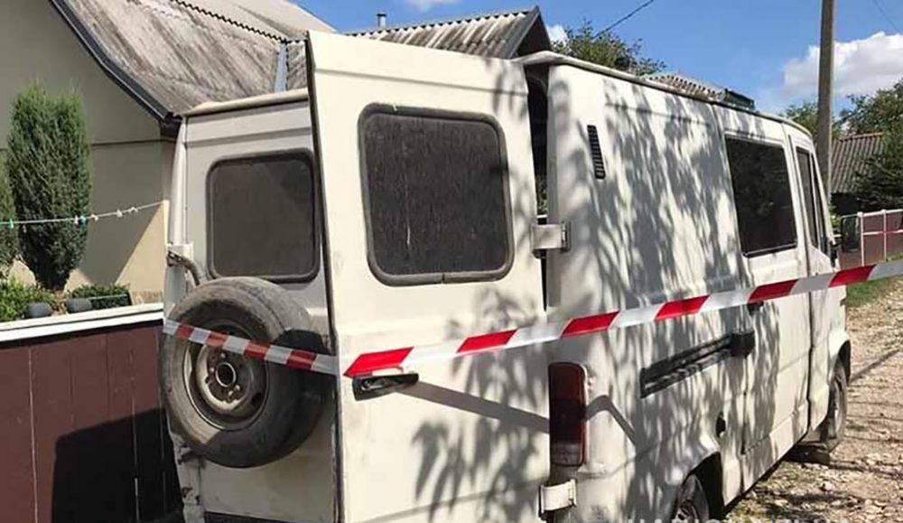 У Бучацькому районі смертельна аварія – мікроавтобус покотився з гори і наїхав на пішохода