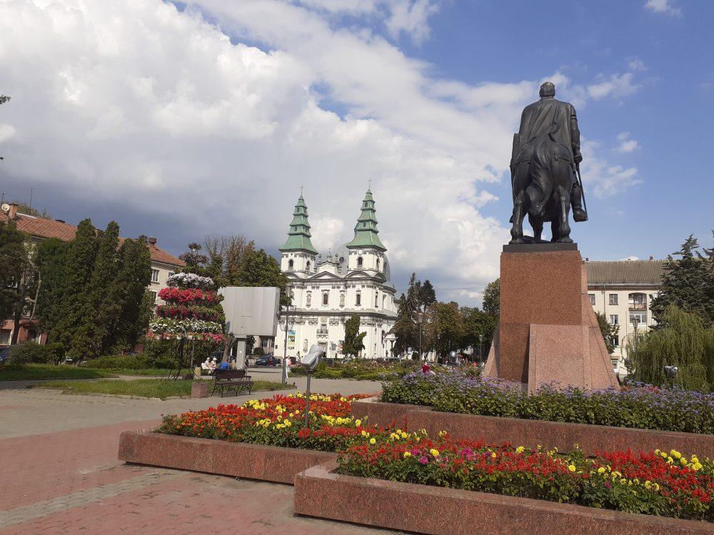 """Тернопіль, Чортків та ряд районів області виходять із """"червоної зони"""" карантину"""