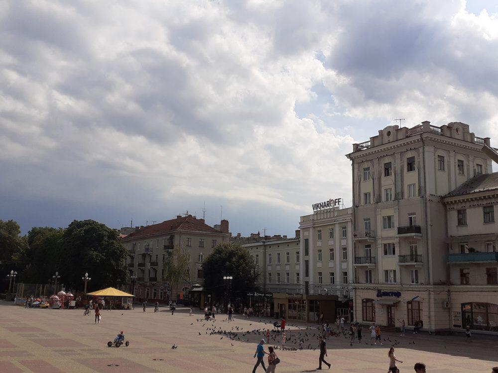 За минулу добу на Тернопільщині 318 нових випадків коронавірусу, 6 людей померли