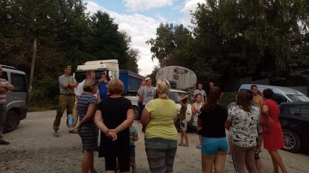 У Шумському районі селяни влаштували акцію протесту і заблокували дорогу (ФОТО)