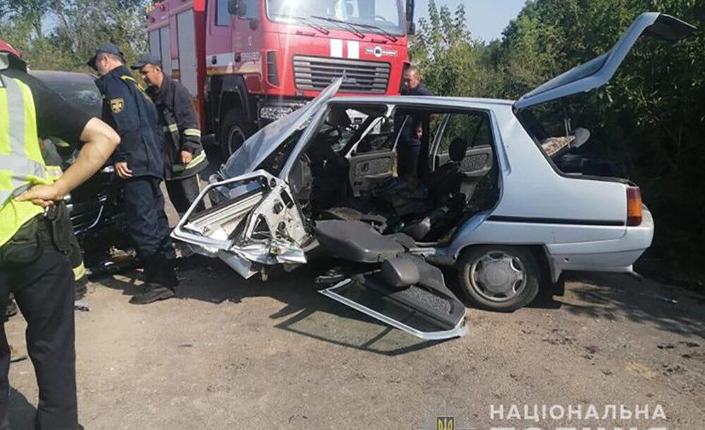 Аварія на Теребовлянщині: поблизу Плебанівки зіткнулися Опель і Славута