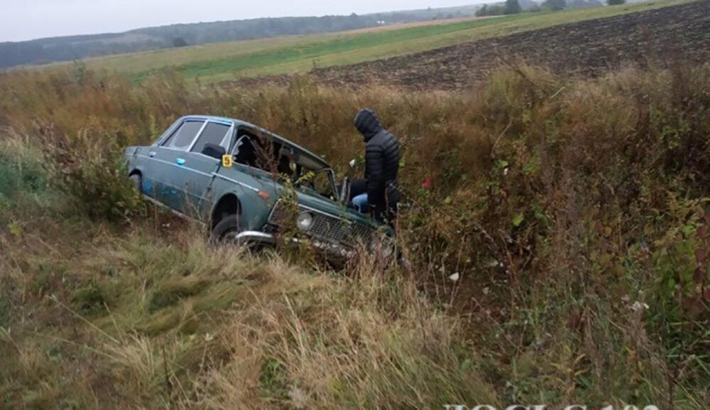 У Кременецькому районі перекинувся автомобіль – 19-річний водій загинув (ФОТО)