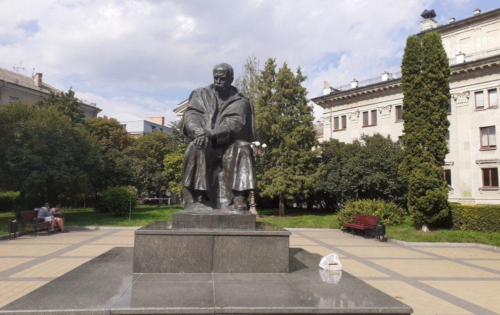 Пам'ятники Тернополя: від плачу до сміху. Частина 3 (ФОТО)