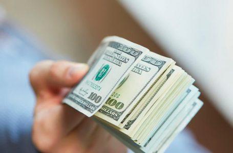 Біля під'їзду житель Тернопільщини напав на валютника і відібрав 6000 доларів