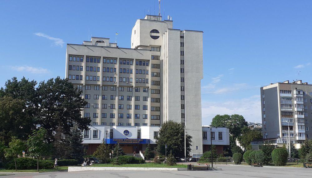"""8 податківців """"обдурили"""" державу – на Тернопільщині зникло 60 тонн фальсифікованого алкоголю"""