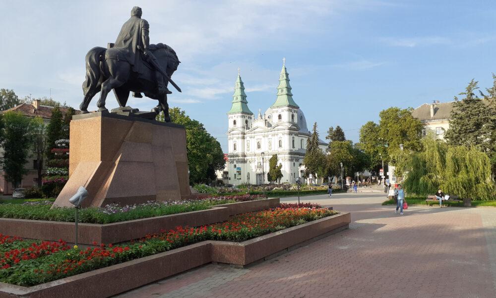 Пам'ятники Тернополя: від серйозного до смішного. Частина 6 (ФОТО)
