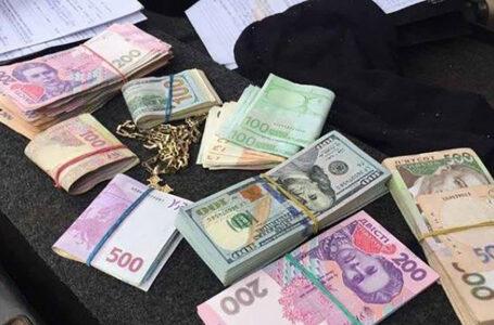 На Тернопільщині з салону автомобіля викрали понад 400 тисяч гривень