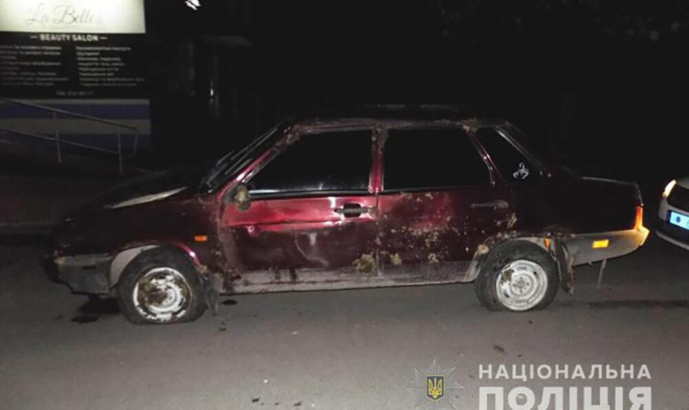 У Тернополі п'яні чоловіки перекинулися на краденому автомобілі