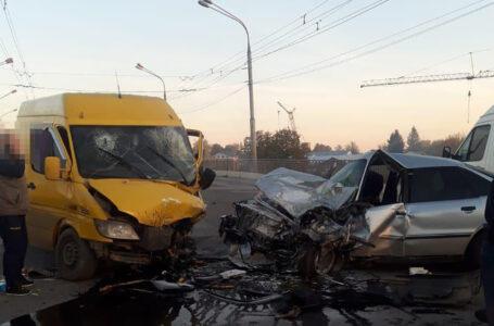 """У Тернополі на Лозовецькій зіткнулися """"Мерседес"""" та """"Ауді"""". Троє людей травмовано"""