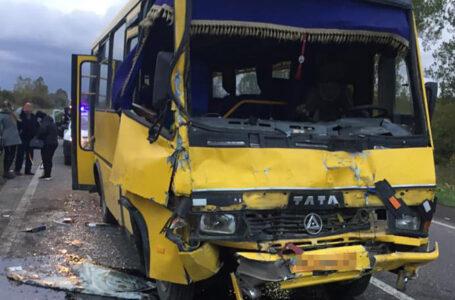 10 травмованих: на трасі Львів-Тернопіль зіткнулися два автобуси, мікроавтобус та легковик (ФОТО)