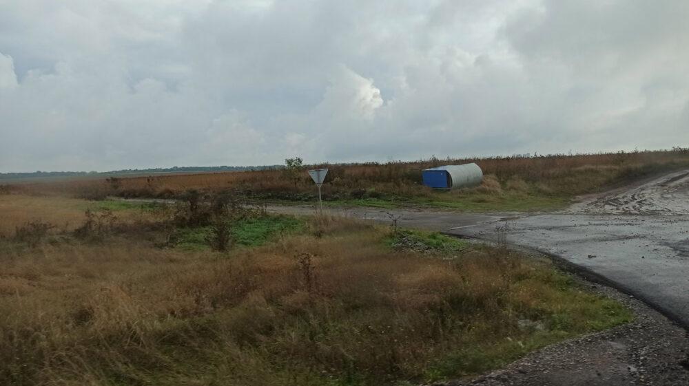 На Теребовлянщині сильний вітер зірвав зупинку громадського транспорту (ФОТО)