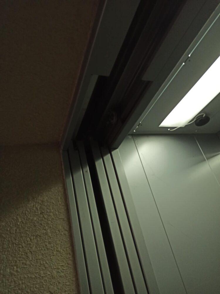 У Тернополі в багатоповерхівці невідомі зняли двері до шахти ліфта (ОНОВЛЕНО)