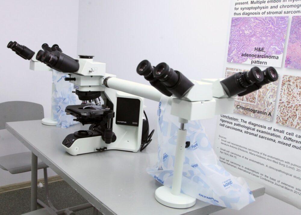 У Тернополі обікрали медичну лабораторію – злодій поцупив два мікроскопи