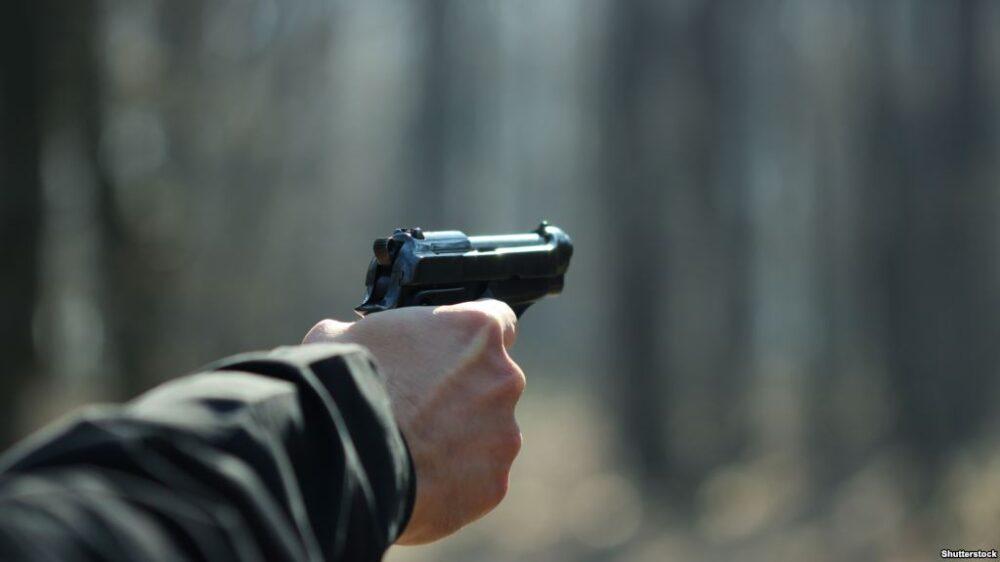 Кривава розправа: спочатку вистрелив в обличчя, а потім наздоганяв на автомобілі і знову стріляв