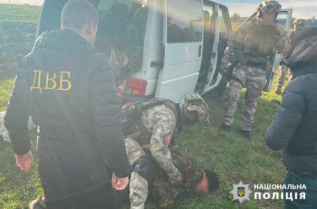 На Тернопільщині колишній міліціонер продав пістолет і гвинтівку за 37000 гривень (ФОТО)