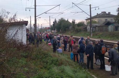Поблизу Тернополя на залізничній станції зробили смітник (ФОТО)