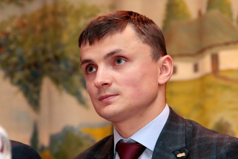 Життя налагоджується: Михайло Головко за місяць в облраді заробив більше, ніж за увесь попередній рік