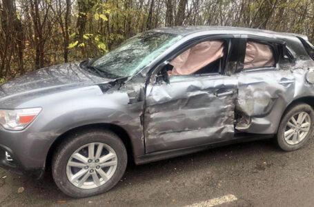 Аварія на Тернопільщині – причеп фури занесло на повороті і він вдарив легковика (ФОТО)