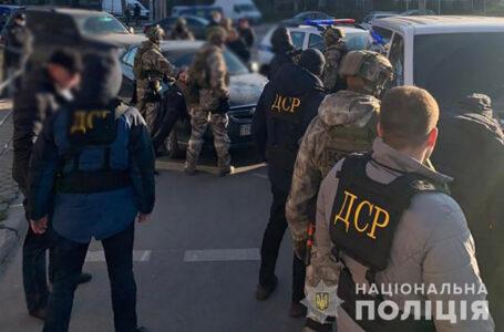 """У Тернополі затримали банду """"кавказців"""", які нападали на валютчиків та грабували їх"""