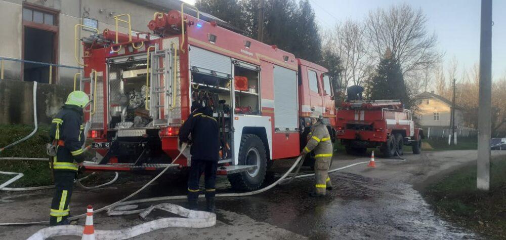 Танців не буде: на Тернопільщині у будинку культури виникла велика пожежа