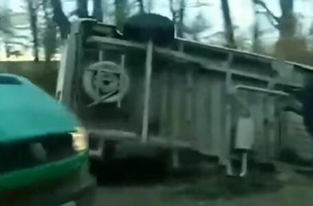 Аварія на трасі Тернопіль-Чортків – автомобіль з'їхав на узбіччя і перекинувся (ВІДЕО)