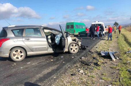 Водій з Тернополя потрапив у страшну аварію на Прикарпатті. Двоє людей загинули (ФОТО)