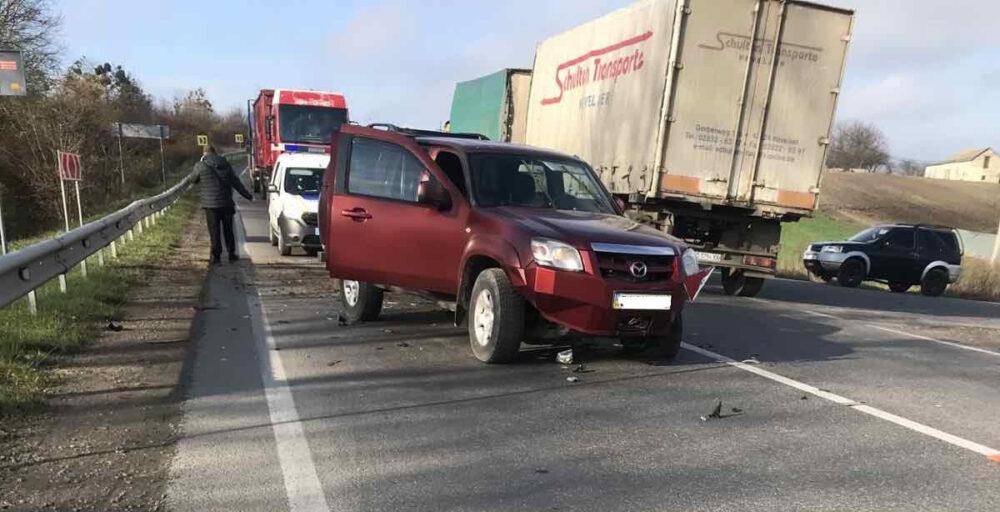 На трасі Львів-Тернопіль п'яний водій фури скоїв аварію і втік з місця події (ФОТО)