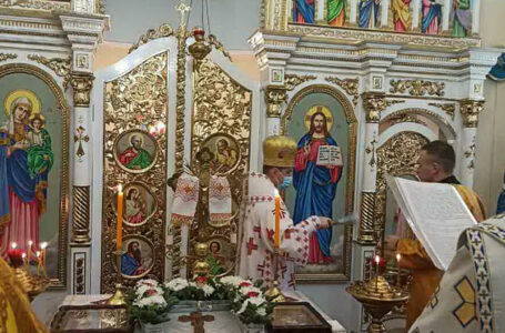 На Теребовлянщині у селі Застіноче освятили новий іконостас (ФОТО)