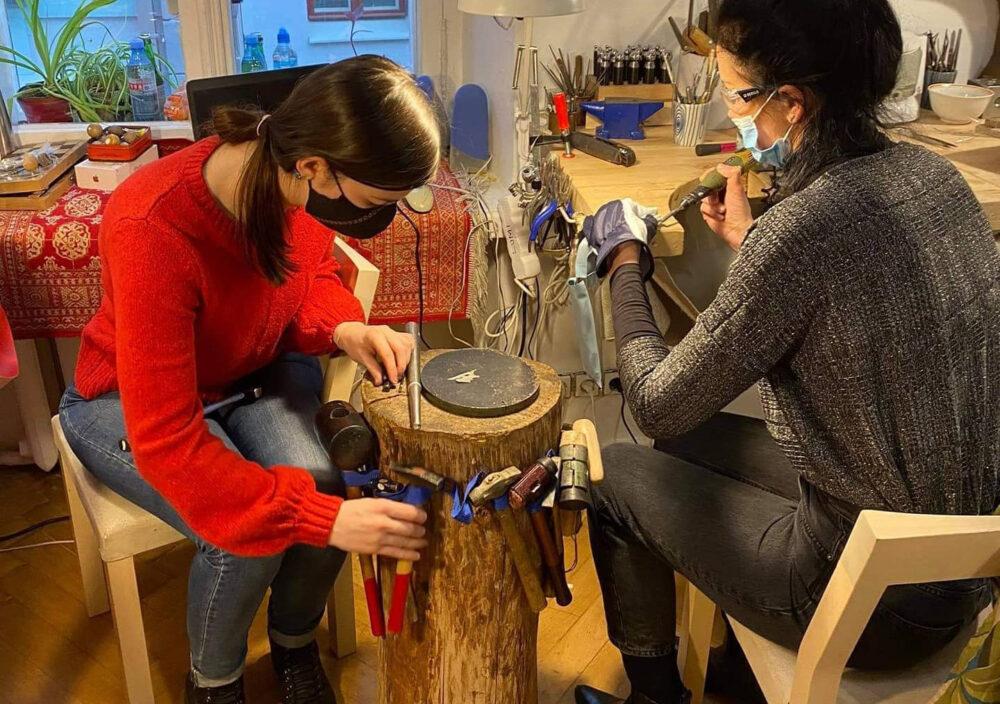 Тернопільська журналістка в Естонії виготовляє ювелірні прикраси (ФОТО)