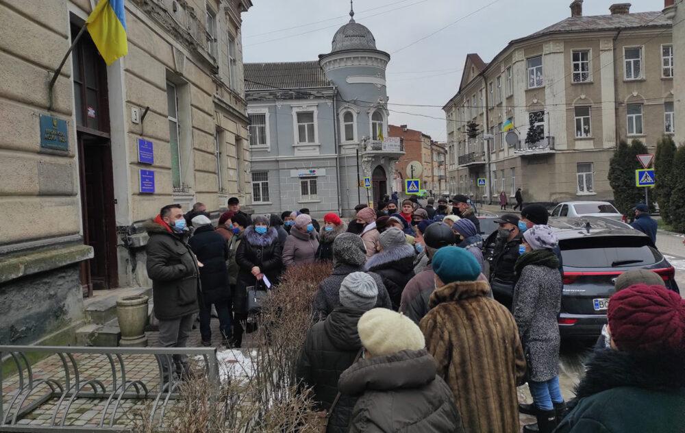У Бережанах, Скалаті та Нагірянці люди бунтують проти нових тарифів (ФОТО, ВІДЕО)