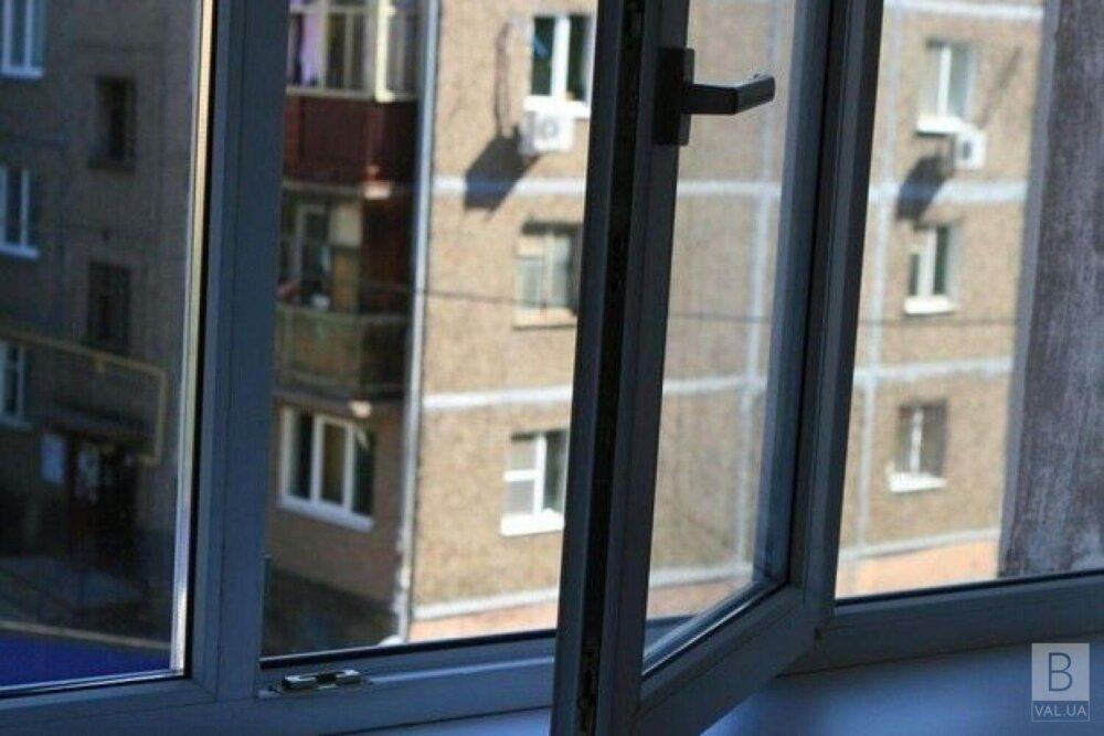 У Тернополі чоловік випав з вікна четвертого поверху