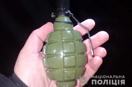 Тернополянин виписався з психлікарні і на вулиці лякав людей скляною гранатою (ФОТО)