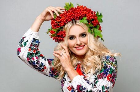 Співачка Ірина Федишин на Чортківщині зустрічала колядників (ВІДЕО)