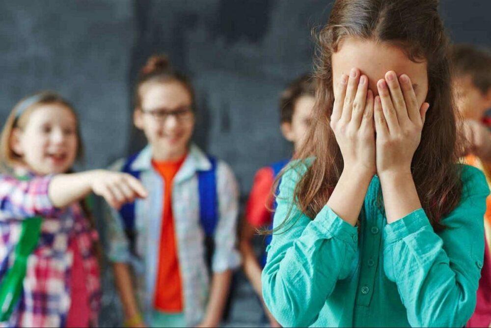 Булінг проти однокласниці: на Тернопільщині матір нечемної учениці отримала штраф