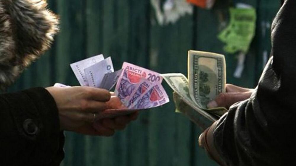 У Тернополі покарали валютчика, який на автовокзалі міняв долари