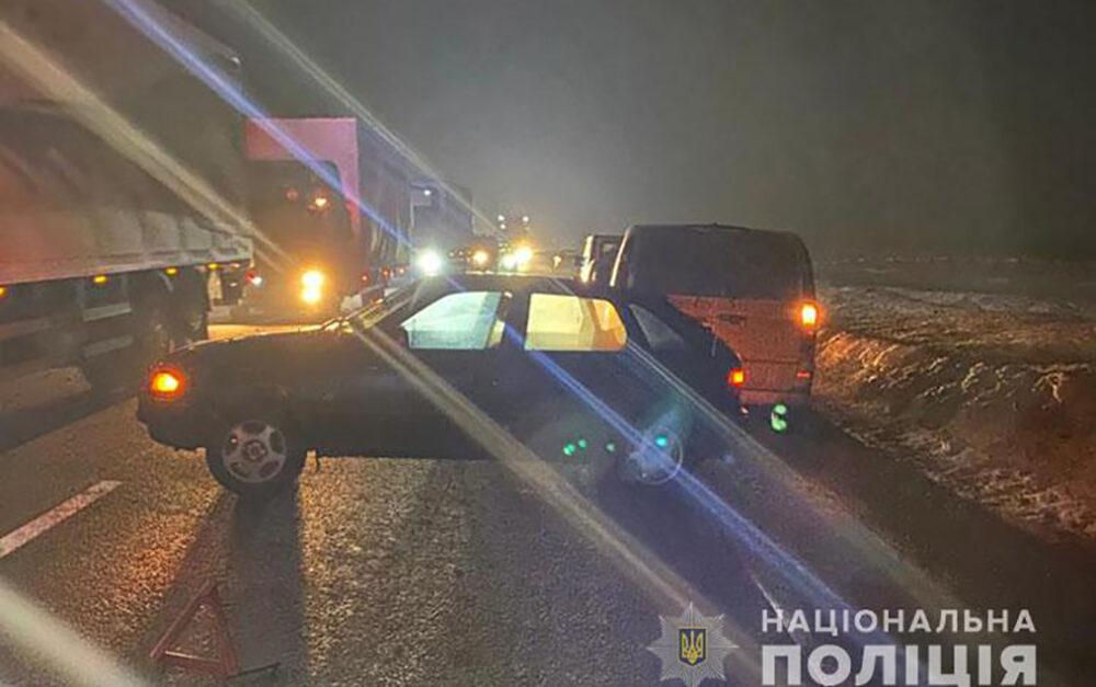 Житель Кременеччини опинився під колесами трьох автомобілів – чоловік загинув