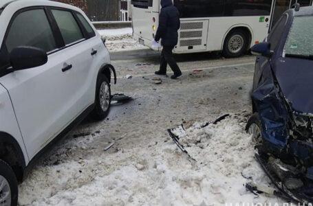 У поліції розповіли деталі двох аварій, які трапилися вчора у Тернополі на вулиці Львівській