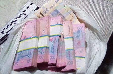 Житель Новосілки прийшов провідати дітей і вкрав у колишньої дружини рюкзак з грошима – понад 80000 гривень